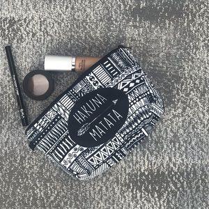 Handbags - 💥NEW💥 Trendy Monochromatic Cosmetic Bag